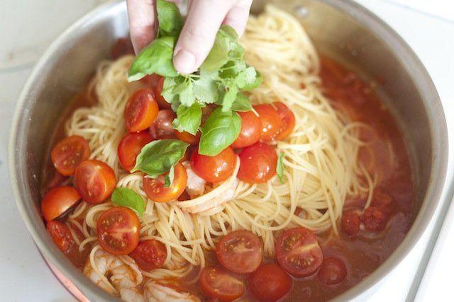 Shrimp Pasta with Tomato and Basil Recipe