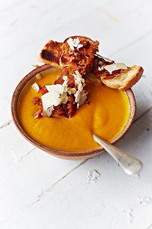 Möhren-Orangen-Suppe mit Ingwer nach Jamie Oliver | sixx.de