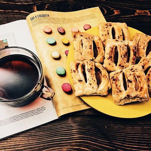 Моя сила воли распространяется на все), кроме сладкого(((. Ода сладкому)))...посмотрим смогу ли я прийти в форму). Очередная приготовленная порция слоек и большая кружка любимого кофе Lavazza). #любимыйкофе☕️ #lavazzacoffee #вкусныйкофе☕️ #прекрасно #аппетитное #одасладкому #красиво #слойки #сладости #amazing #beautiful #food #foodie #followme #photo #perfect #photooftheday #nicefood #sweet #coffeelike #coffeelovers #instafood