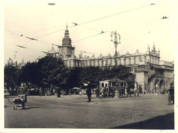 Rynek Główny w 1942 roku. - zieleń, tramwaj taki troszke inny klimat