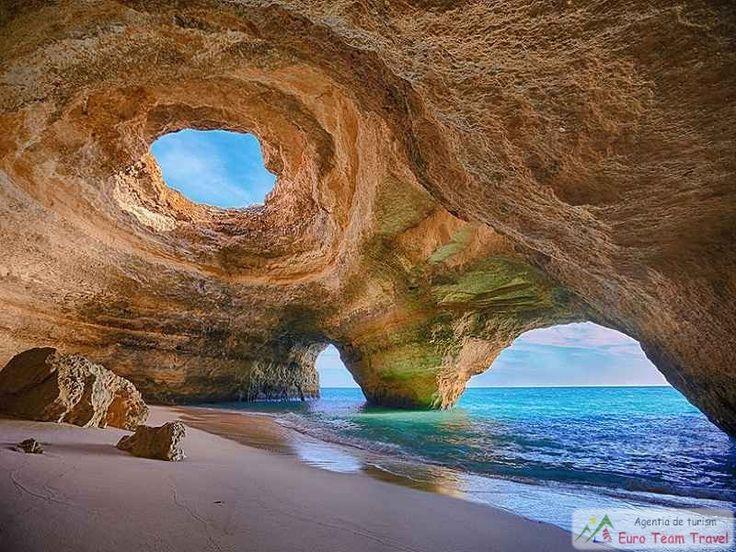 Coasta Algarve este formata din calcar, care este usor s-a erodat si sau format pesteri de marimi uimitoare.