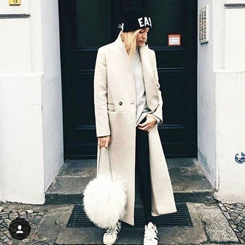 #inspiration_lf_coat ✂️ МОДНЫЕ ИДЕИ ✂️ с мировых подиумов для @ladies_first_lab  ______________________________________________ 📌В модной гостиной @ladies_first_lab профессиональный стилист поможет подобрать для Вас идеальный образ, а высококлассный мастер  в #АТЕЛЬЕ @ladies_first_lab исполнит любое изделие по Вашим индивидуальным меркам, с примерками или дистанционно (доставка по всему миру) ______________________________________________ 📌С вопросами и для заказа ждём Вас в Вотсапп ☎️…