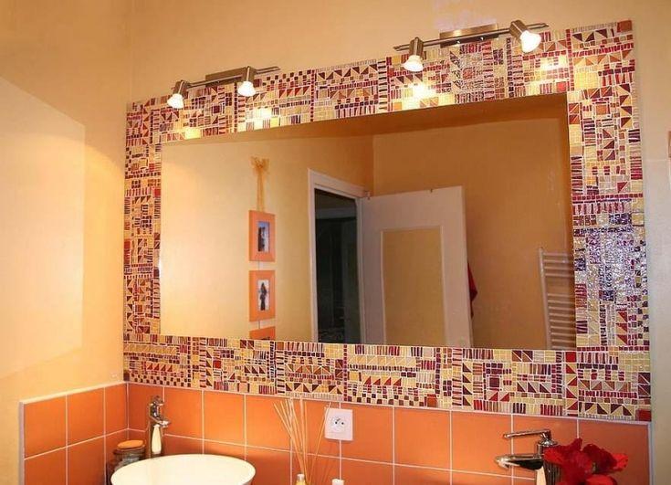 salle de bain mosaique jaune et rouge miroir