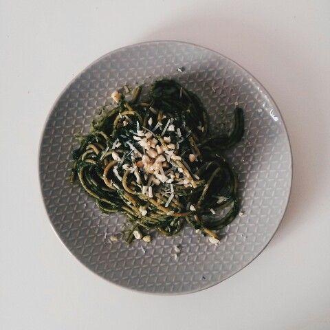 Spaghetti with spinach pesto, grana padano and nuts #wege #healthly #Thisisthatwhatilike