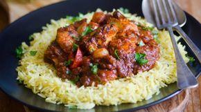 Κοτόπουλο κοκκινιστό με κρεμμύδια, πιπεριές και ρύζι μπασμάτι