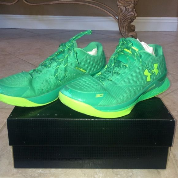 Under Amor Curry Low Only worn a few times on an inside court Curry low's Under Armour Shoes Athletic Shoes