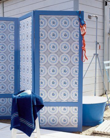 Un paravent d cor de toile cir e salles de bains bleues for Paravent salle de bain
