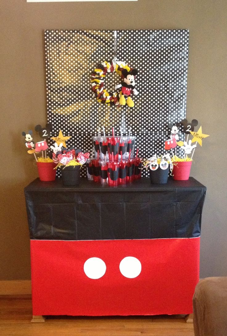 Mickey Mouse Favor Table
