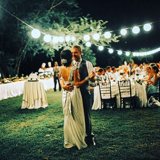 @DestWeds here capping off our weekend takeover with a first dance in #CostaRica that is sure to melt your heart! *double pink heart emoji & twinkling stars emoji* Photography by White Diamond Photography . . . . .