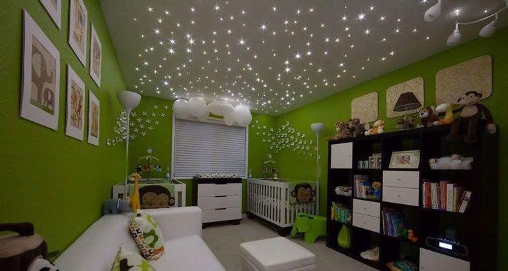 Une idée d'éclairage pour la chambre de votre bébé. Utilisation d'un kit ciel étoilé en fibre optique alimenté par un générateur LED. Votre enfant fera de beaux rêves sous ce ciel d'étoiles dans sa chambre. Vous profiterez de cette légère lumière pour l'allaiter en toute douceur dans la nuit.