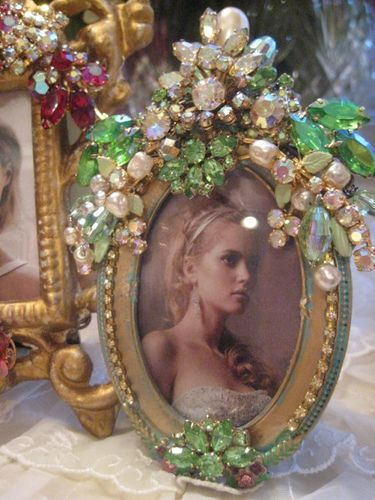 picture frames for vintage jewelry
