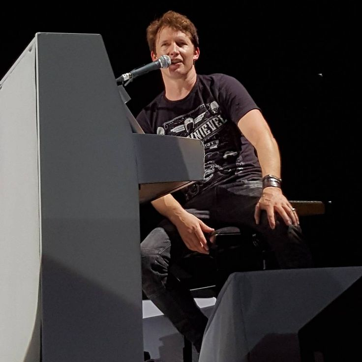 Awesome band, awesome concert, awesome night! Thanks guys! You were amazing  #jamesblunt #theafterlovetour #hannover