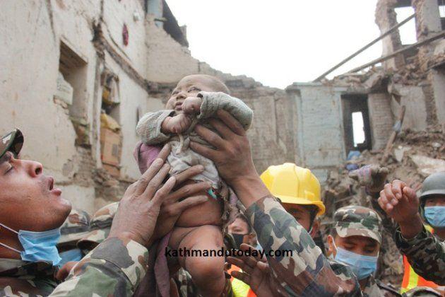 Neonato di 4 mesi salvato in Nepal