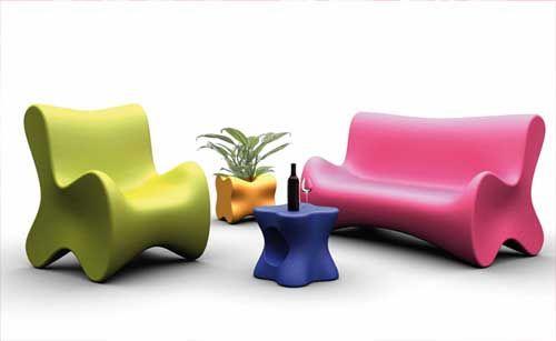Meesterlijk, beurs voor design en toegepaste kunst - Deze meubels zijn gemaakt op te gebruiken, maar ze hebben er wel een leuk kleurtje aan gegeven en een speciale vorm.