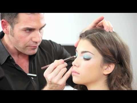 Trucco Pupa occhi marroni con ombretto azzurro - VideoTrucco