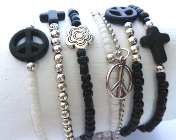 Mooie set van 7 armbanden in hippie en bohemian stijl www.villavica.nl