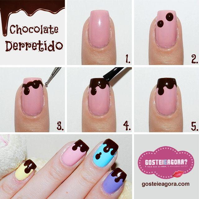 """Com o pincel do próprio esmalte cor de chocolate, faça de 2 a 3 bolinhas nas unhas. Tente fazer em posições e tamanhos diferentes,  desta maneira fica mais natural e realístico  Com um boleador (ou palito ou grampo) arraste um pouco do esmalte das bolinhas para uní-las. Procure fazer isso por meio de linhas curvas, para manter a naturalidade do desenho. Com o próprio pincel do esmalte chocolate, cubra as pontinhas das unhas que ainda estão """"em branco""""."""