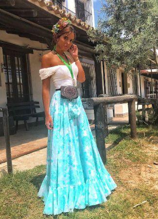 c018a93c9 Looks de las famosas e influencers que van al Camino y El Rocío 2018 in  2019 | Looks | Vestidos de flamenca, Moda flamenca, Trajes de flamenco