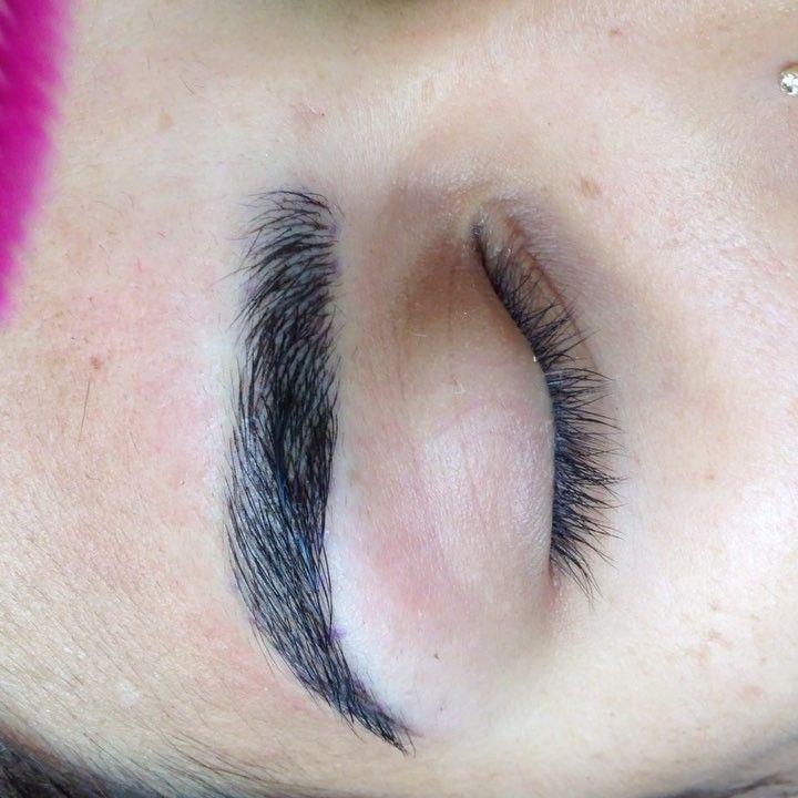 #Martes de #cejas ������ Esta chica #guapa se fue con unas cejas ��������������Más definición  y densidad para no tener que rellenarlas todos los días ❤️ #Gracias por la confianza ���� Tu también quieres unas cejas ����?! ESCRÍBEME a este mail! ➡️ gloriaponcemakeup@gmail.com  CITAS SOLO HASTA LA PRIMERA SEMANA DE JULIO!! ⚠️‼️ #eyebrows #design #sobrancelhas #phibrows #phiacademy @branko_babic #phiartist #peru #australia #3dbrows #browsworldwide #archaddicts #browsaustralia #beautiful #makeup…