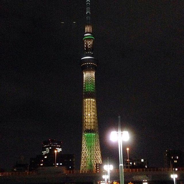 Instagram【akiki_to】さんの写真をピンしています。 《#オリンピック #ブラジル #リオデジャネイロ #スカイツリー #夜景 #東京 #日本 #粋な計らい #リオ2016 #リオ五輪 #リオオリンピック #olympic #rio2016 #riodejaneiro #brazil #skytree #nightview #japan #tokyo #rioolympics》