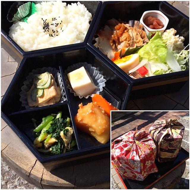 屋根の修理に教え子が手伝いに来てくれて、ウチの相方が予約して買って来てくれました♬ 三段弁当、これで800円です‼︎ - 80件のもぐもぐ - 今日のお弁当‼︎ 19 October by Yoshinobu Nakagawa