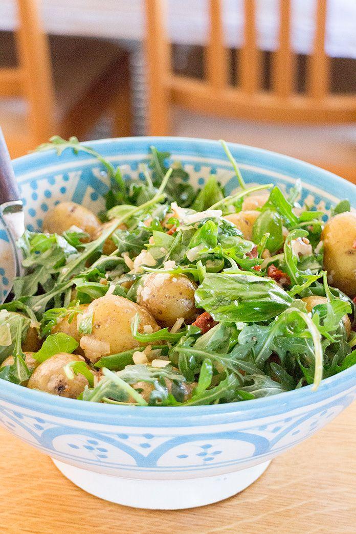 Potatissallad med parmesan och ruccola