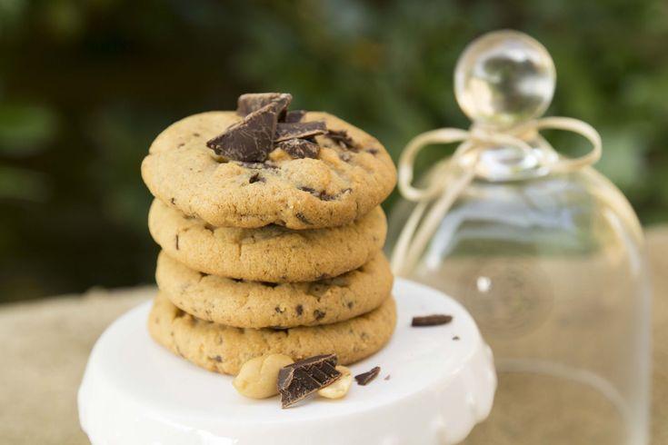 """Erdnüsse geröstet und gesalzen - das findet man in jedem Supermarkt. Warum gesalzen, wenn es auch süß verzehrt werden kann? In Amerika ist es bereits gang und gäbe, Erdnussbutter in eine süße Variante zu verwandeln. Mit dem """"Peanutbuttercup"""" gab es schließlich den Durchbruch. Dazu gibt es auch schon auf der USA Kategorie ein Rezept von dem Reese's Kuchen. Eine echte Kalorienbombe aus Schokolade und Erdnussbutter, aber es ist es definitiv wert, diesen Kuchen auszuprobieren. Zurüc..."""