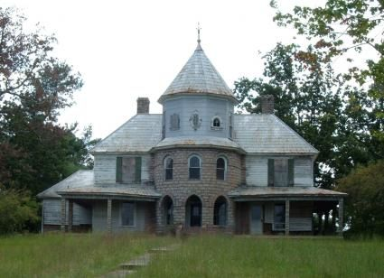 Abandoned house in Glen Alpine, North Carolina.