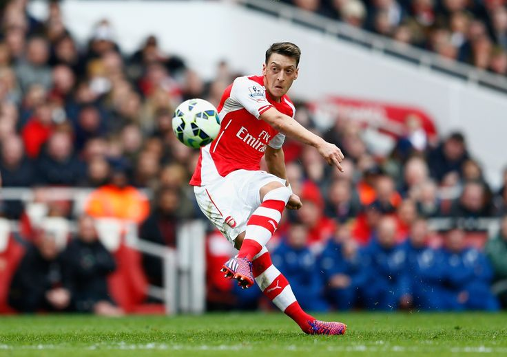 Premier League: Arsenal v Liverpool – in pictures
