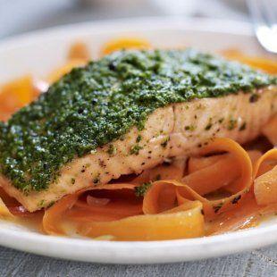 Norwegischer Lachs mit Pesto und Orangenmöhren