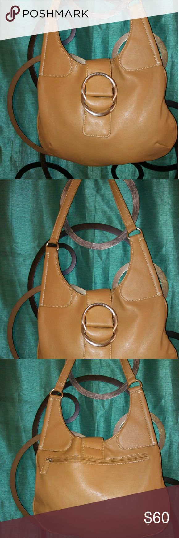 Vintage guess hobo Gorgeous vintage desk tan leather hobo bag absolutely stunning great structure beautifully lined clean comfortable on your shoulder nowear or tear Guess Bags