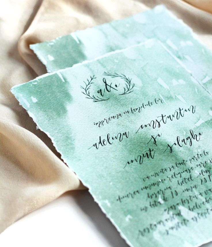 © PAPIRA invitatii de nunta personalizate // Another wedding invitation model from our ready-to-order collection. We are quite loving the deckled edge vibe, how about you? // #papiradesign #papirainvitations #invitatiidenunta #invitatiinunta #weddinginvitations #greenerywedding
