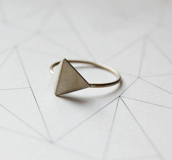Sterling silver geometric ring Les géométriques Nro 5 by AgJc. , via Etsy.
