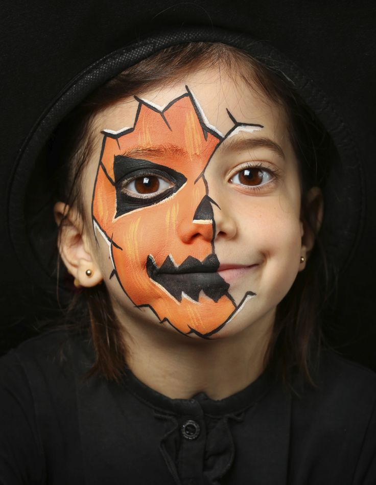 Trick or Treat Safety Tip 2: If the child is wearing a mask, ensure it fits properly and doesn't obstruct eyesight or airway. Consider non-toxic makeup, instead. #TrickorTreat