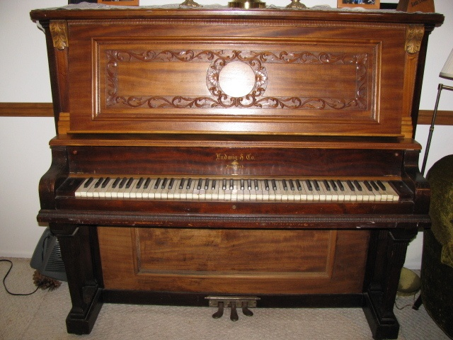 Really want an old piano things i would love in my old for Classic house piano