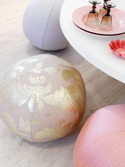 Leuk idee: fitness-ballen worden bekleed met mooie stoffen en fungeren nu als originele eettafel-stoelen, en ze zitten nog heerlijk ook.