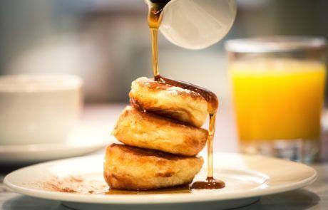 Lívance s javorovým sirupem | Pancakes with maple syrup