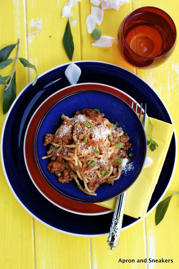 Spaghetti con Ragu' alla Bolognese (Tomato Meat Sauce)
