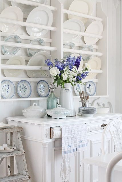 plate rack between my love for Rustic decor and Country Cottage Lord help me! I love this plate rack behind the buffet!