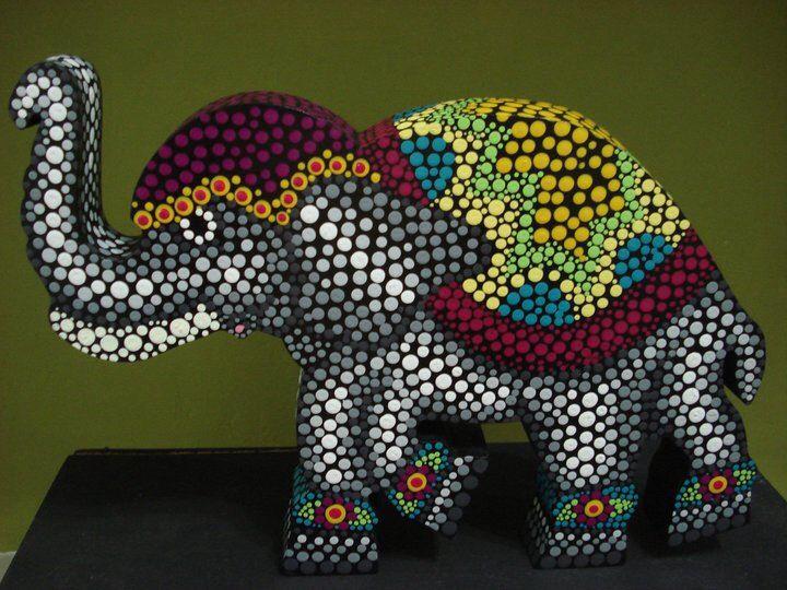 Elefantes en puntillismo de Carolina VP