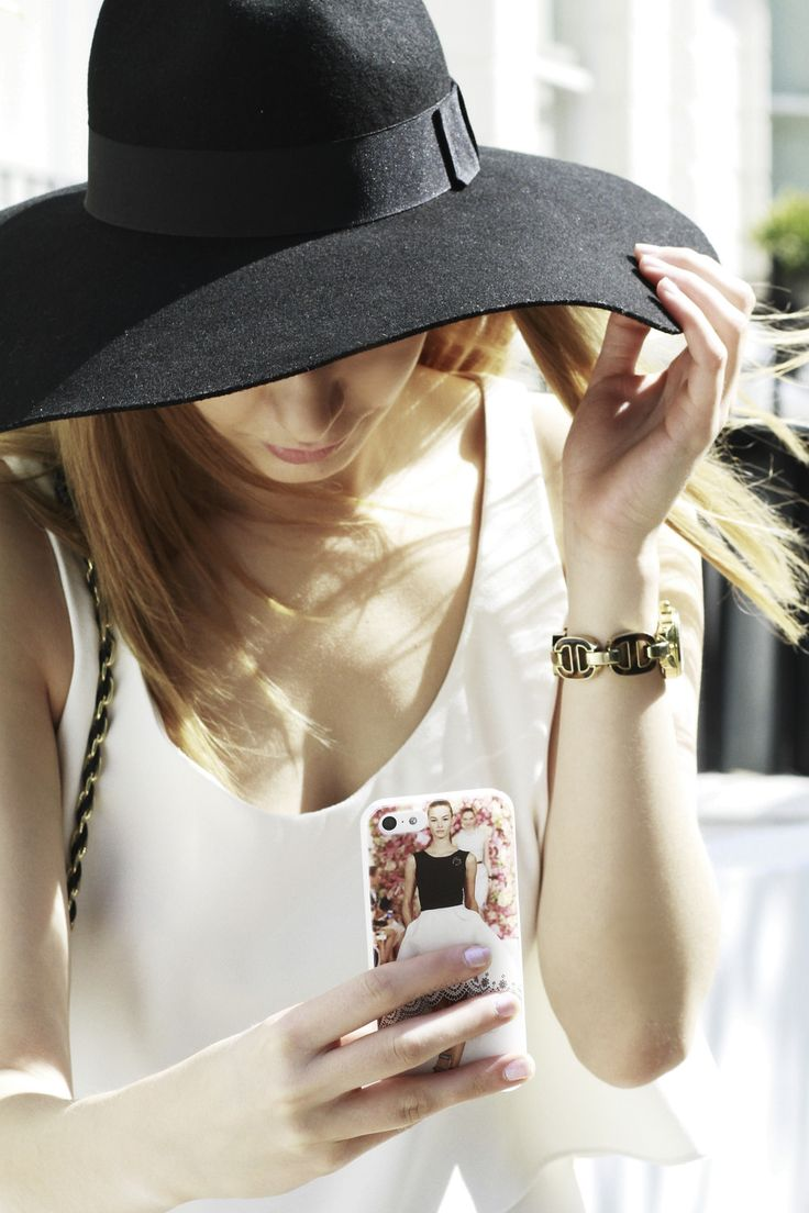 Make your own fashionable phone case, make your own one already today! Find more inspiration here: https://www.gocustomized.com/nl/