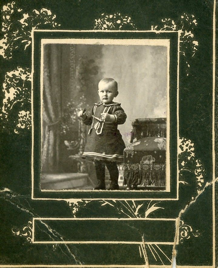 The Old Trunk in the Attic: Friday's Faces from the Past - One or Two Cute Kids?