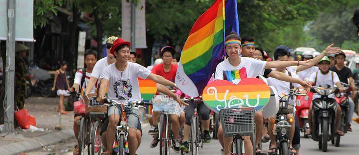 Ciclistas na Viet Pride, no Vietnã, mais uma desoberta enquanto planejava a lua de mel na Ásia - Foto: Acervo VietPride