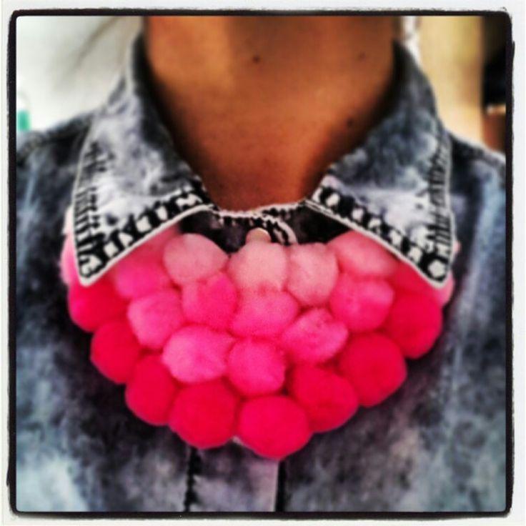 Pompon necklace DIY