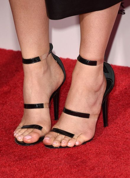 Kylie Jenner Photos Photos - TV personality Kylie Jenner, fashion detail, attends the 2015 American Music Awards at Microsoft Theater on November 22, 2015 in Los Angeles, California. - 2015 American Music Awards - Arrivals