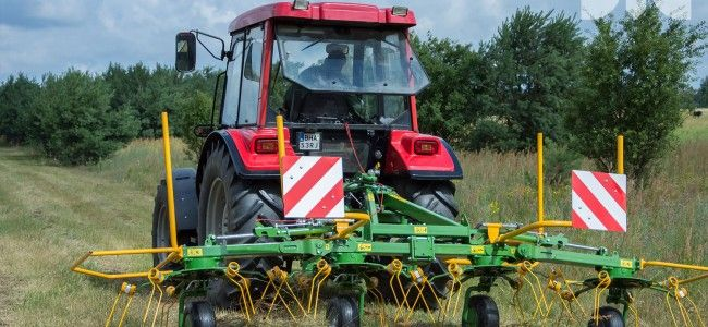 New rotary tedder Pronar PWP460 now available- ask our representative for an offer.  New rotary tedder PWP460 is a necessary device on every farm. It is used for spreading freshly mown grass or lightly dried hay, in order to speed up the drying process. With tedding we obtain the optimum moisture content of harvested feed in a short time with minimum losses caused by crumbles.