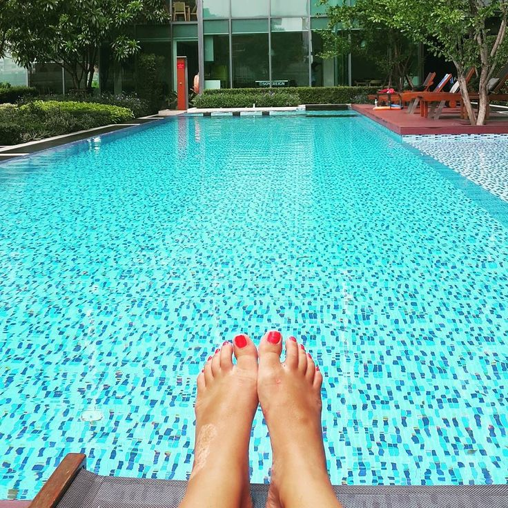 Lazy Saturday #swimmingpool #feet #blue #thailand #bangkok #бассейн #фотоног #маникюр #бангкок #таиланд