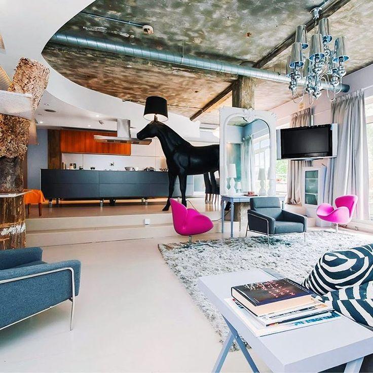 This flat is unique in many ways. I always wondered how would the horse light look in a real house 📷: @richdime72  #london #moooi #horselamp #swanchair #arnejacobsen  #midcentury  #interiordesign #industrialdesign  #londonhome  #instahome #instadecor #homestyling #interiorandhome #interiorforinspo  #interiorismo #reclaimedfurniture  #zebraprint #livingroom #openspace #loftliving #decoracion #casasenlondres #designideas #ukinteriors #interiorporn #designlovers
