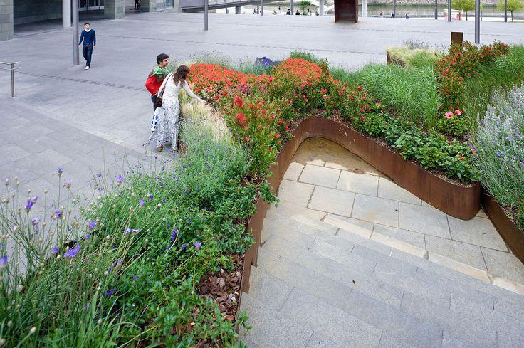 Bilbao jard n garden climbs the stairs bilbao spain for Jardines de bilbao