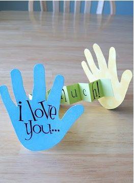 """Tarjeta para el dia del padre. En la mano dice """"te quiero"""" y adentro dice """"muchísimo""""."""